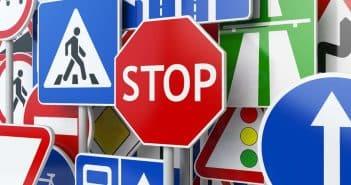 panneaux de signalisation routière